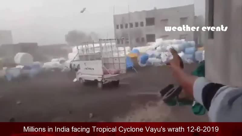 Миллионы в Индии сталкиваются с гневом тропического циклона Вайю