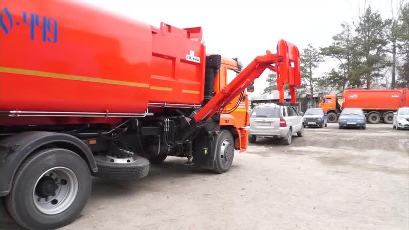 Один из двух новых мусоровозов сегодня принят в работу муниципальным предприятием Серовавтодор