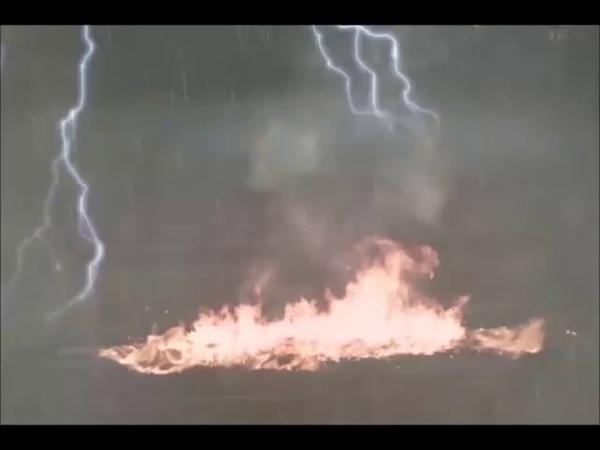 ШОК Молния спалила скамейку (Нижний Новгород)