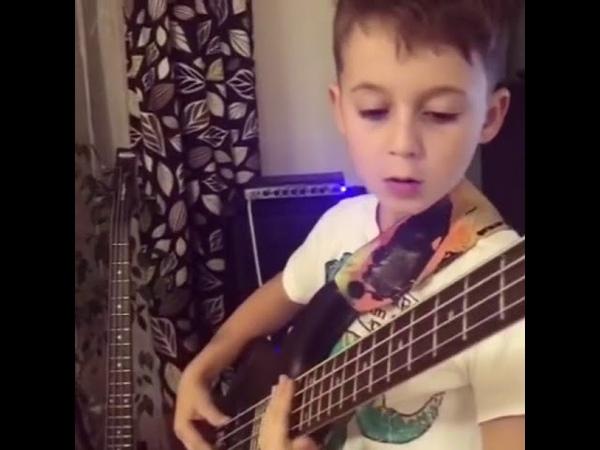Aron Hodek 7-year-old bassist