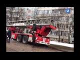 В Кирове пожарная машина застряла в грязи перед горящей квартирой