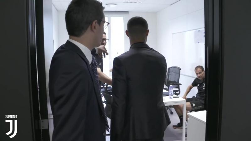 Криштиану Роналду знакомится с игроками Ювентуса