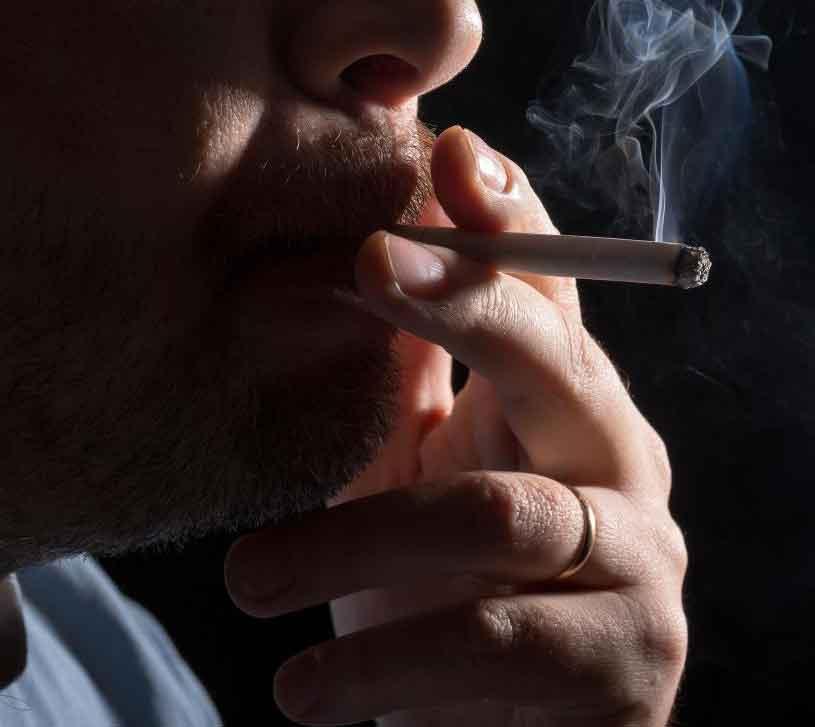 Вдыхание вторичного табачного дыма может вызвать ХОБЛ у некурящих.
