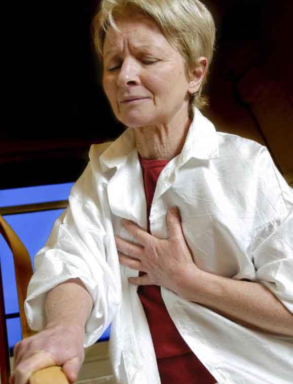 Хрипы и стеснение в груди являются симптомами ХОБЛ.