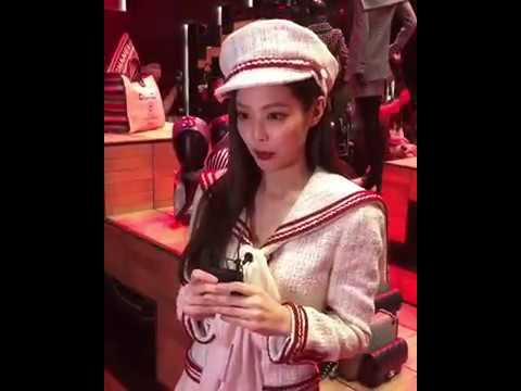 샤넬 팝업 스토어에 등장한 제니(Jennie) 제시카(Jessica) 크리스탈(Krystal) | VOGUE TV