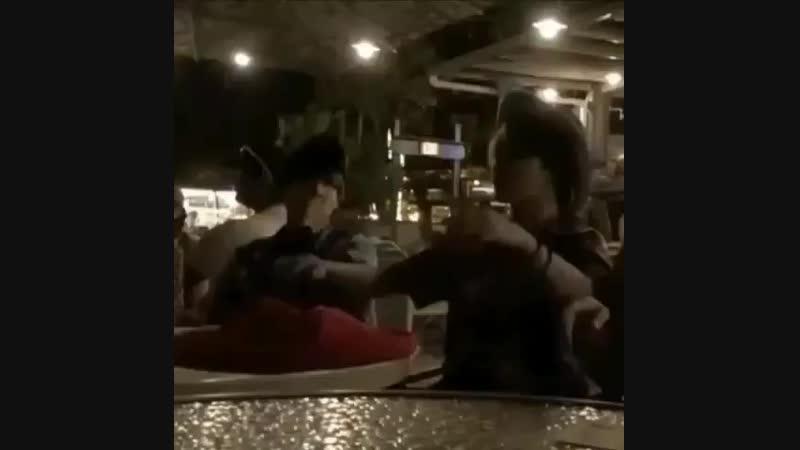 Юнги наблюдает за пьяненьким Чимином