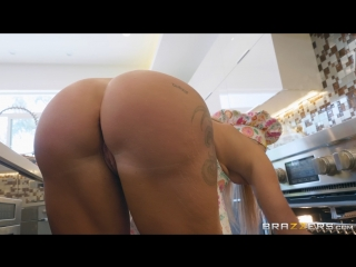 Robbin Banx (Welcum To The Neighborhood)[2018, Big Tits,Blonde,Blowjob (POV),British,Bubble Butt,Enhanced,High Heels,HD 1080p]