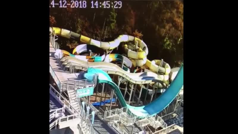 Самосвал упал на аквапарк отеля Ялта-Интурист