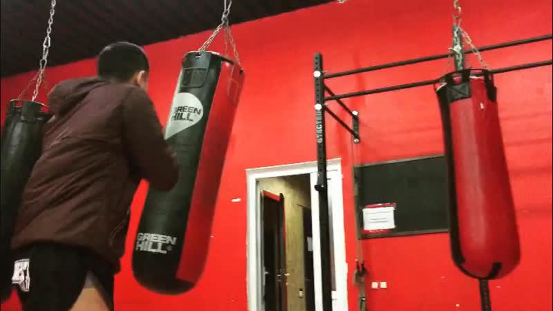 В режиме Муай тай Тайский бокс
