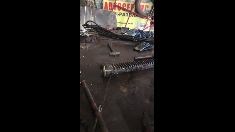 меняем поворотные втулки-скользуны в шахте КМУ Амко Веба 809т2s