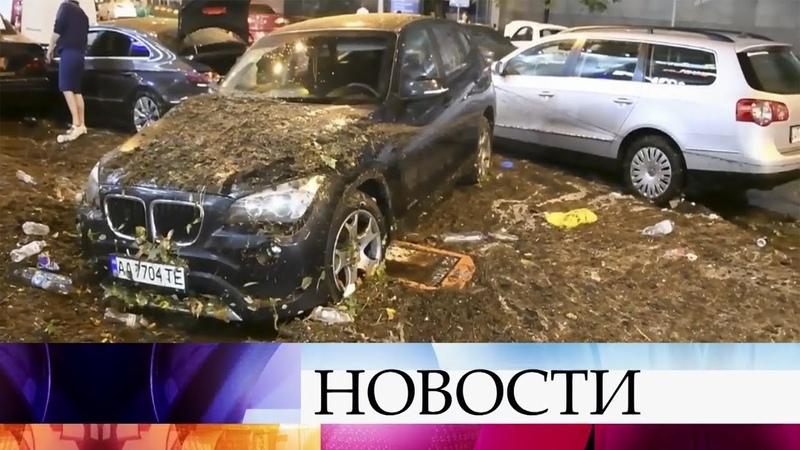 В Киеве ликвидируют последствия ливня который привел к затоплению целых районов