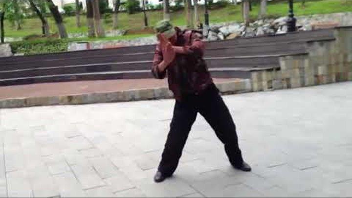 Алкаши танцуют под музыку,смотреть всем)