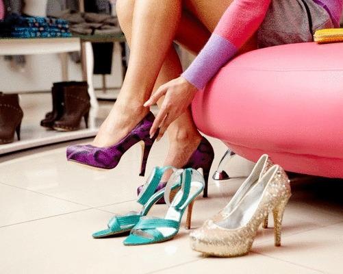 4 способа — как размягчить пятку (задник) на обуви