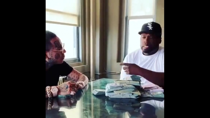 50 Cent дарит 6ix9ine драгоценный ингалятор от астмы. [ vk.com/CINELUX ]