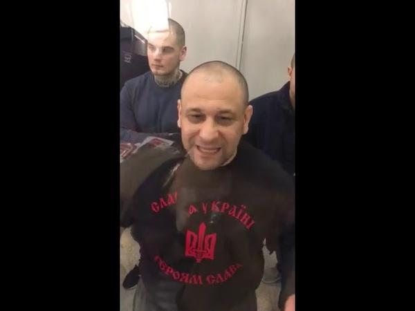 Комбат батальонТорнадо Онищенко Люди из ОПГпорошенко, которые нас избивали, рвали футболки с украинской символикой
