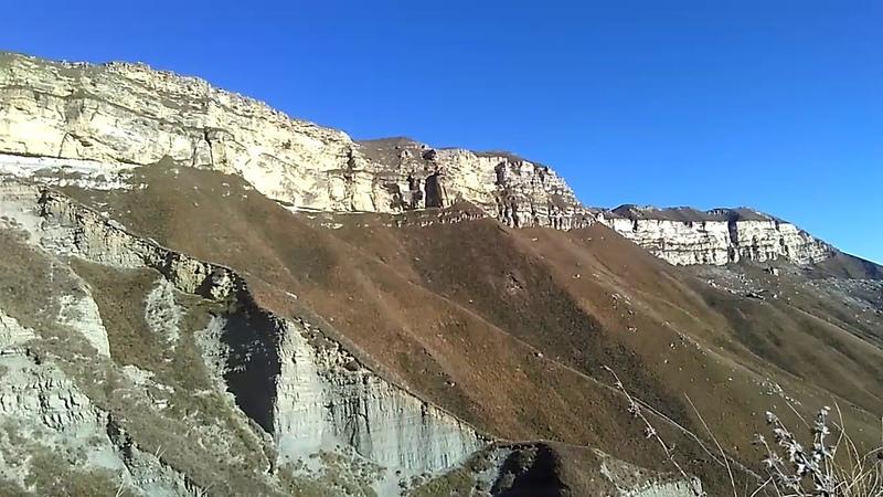 Уступы плато Дурчидаг над селом Мегеб, Гунибский район, октябрь 2018   туризм в Дагестане