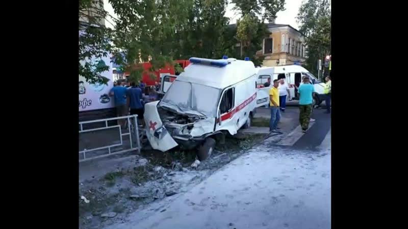 В Моршанске водитель не уступил дорогу скорой помощи, которая везла пациента в больницу и произошло дтп.