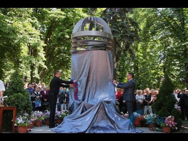 [21]Митинг-реквием по погибшим в результате авиаудара 2014 года прошел в Луганске