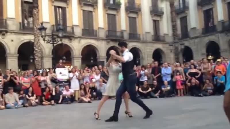 💃ПОТРЯСАЮЩЕЕ ТАНГО💃 Вот так наслаждаться жизнью испанцы на улицах Барселоны!✈🌴☀