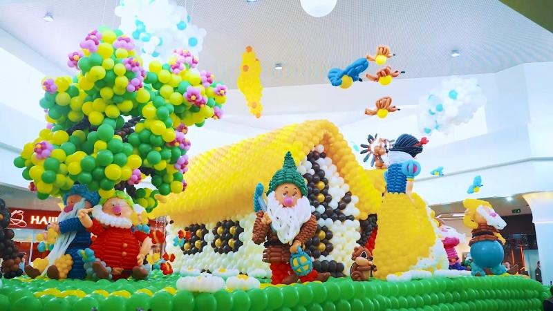 15 09 2018 г Белоснежка и 7 гномом из 92 000 воздушных шаров в ТРЦ Красная Площадь г Анапа