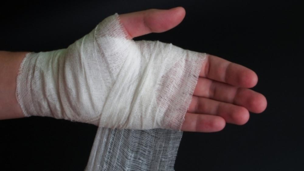 В Красносулинском районе школьнику прострелили руку.
