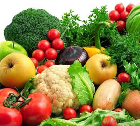 Фрукты и овощи содержат много клетчатки.