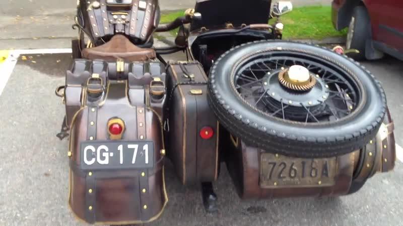 Upea steampunk moottoripyörä sivuvaunulla - Awesome steampunk motorcycle with sidecar