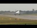 Сильный ветер помешал совершить посадку самолету в аэропорту Бирмингема (Англия, 19 сентября 2018).