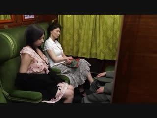 Мужик трахает молодых девиц в поезде [ anal,girl,classic porn,big ass.]