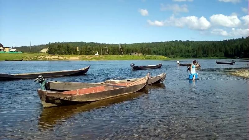 Степановские жители ходят за водой на речку Пижму