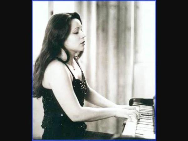 ブラームス 間奏曲 作品118の2 演奏:アンナ・ゴウラリ