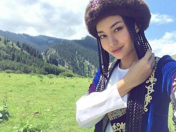 Чем киргизы отличаются от казахов Ни для кого не секрет, что киргизы и казахи народы родственные, у них схожие обычаи, языки и традиционная одежда. Даже приготовление блюд национальной кухни и