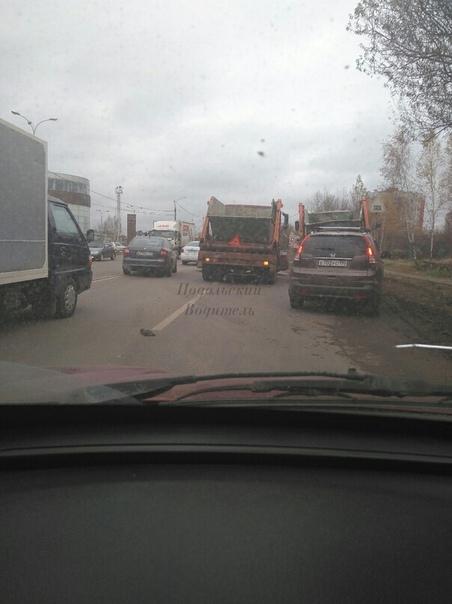 В сторону Москвы, напротив автосалона Авторусь.