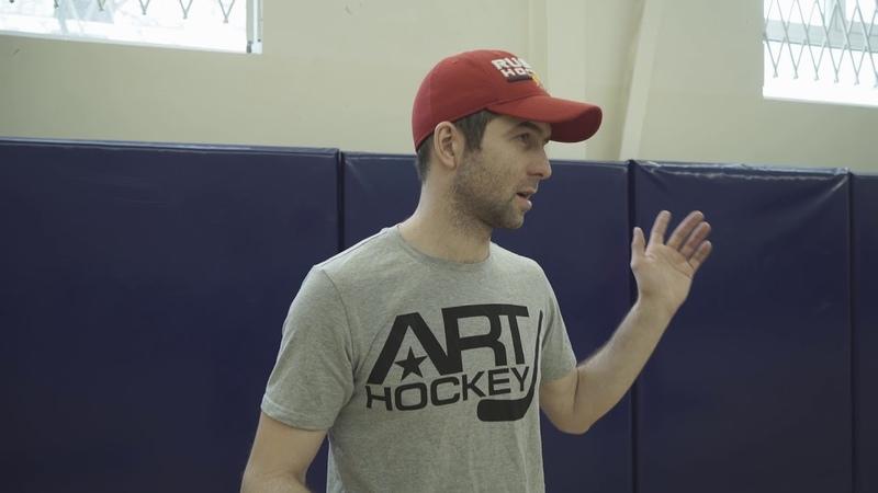 Формирование посадки и основной стойки хоккеиста в тренировках вне льда
