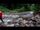 Переход речки вброд рядом с приютом Бабук Аул на Кавказе