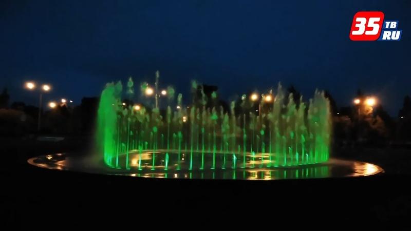 Разноцветные струи воды, танцующие под музыку: в Череповце испытали новый фонтан