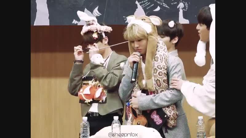 Jeongin accidentally hitting his hyungs [stray kids]