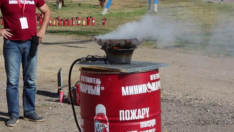 Почему нельзя тушить горящее масло водой! ЗАМЕДЛЕННОЕ ВИДЕО! МИНИПОЖАРНЫЙ на встрече МАГАЗИН 01.