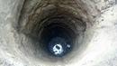 Спуск в шахту колодца Descent into the shaft of the well