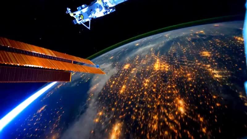 Chris Hadfield -Space Oddity. Клип снятый на борту МКС.