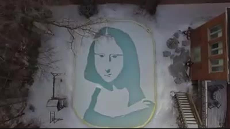 Мону Лизу нарисовали на снегу используя лопату и хоккейную клюшку