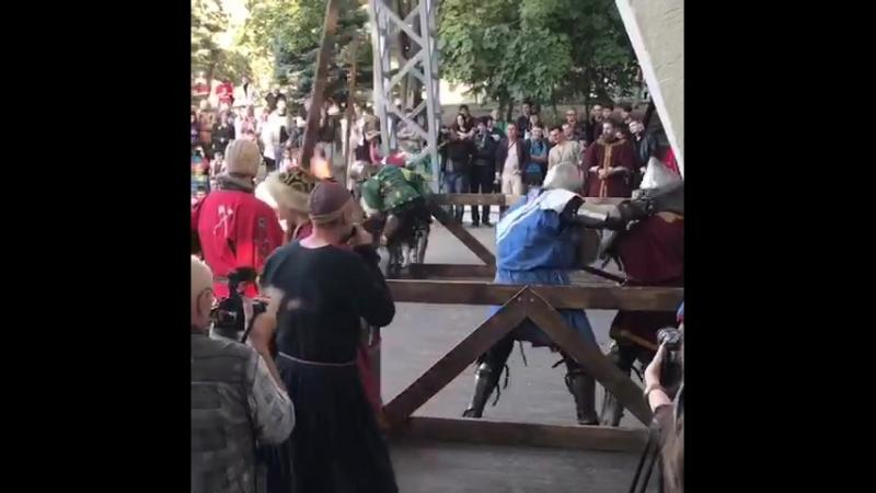 Костоправ Вася считает- две ноги это Роскошь