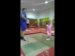 секция по акробатике на батутах