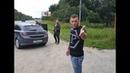 Упёртый парень Не побоялся остановился на дороге и потребовал свиней убрать свой мусор