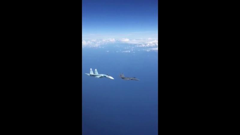 Su-27 intercept F-15 and force him out. Су-27 перехват и вытеснение Ф-15