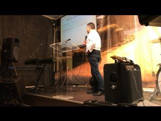 В церкви Большого Города проповедует пастор Сергей Зуев