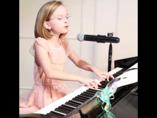 Девочка невероятно красиво спела _musical_score__notes_ ( 360p ).mp4