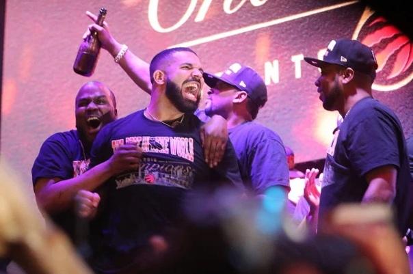 НБА попросила Дрейка не посещать матчи финала в Окленде
