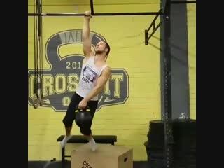 Strength of Body. Подтягивание на одной руке с гирей 16