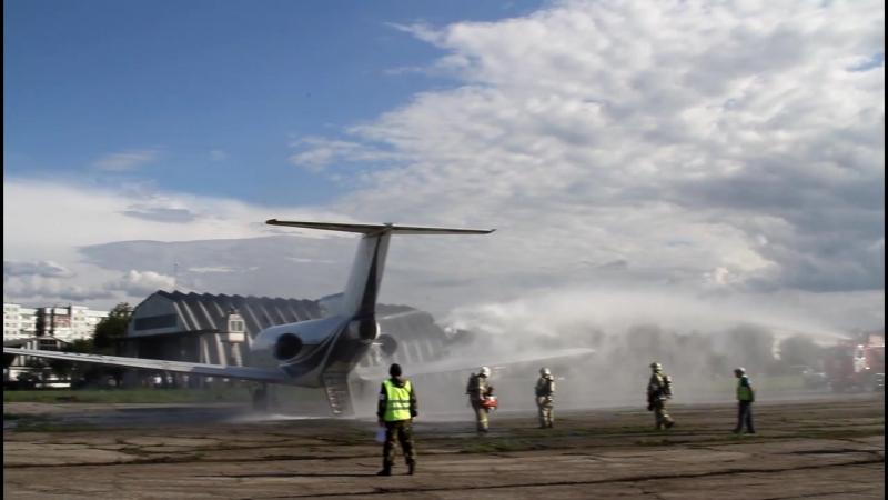 В Нальчике отработали действия при аварийной посадке самолета